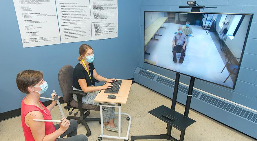 professionnelles et usager lors d'une clinique d'évaluation virtuelle